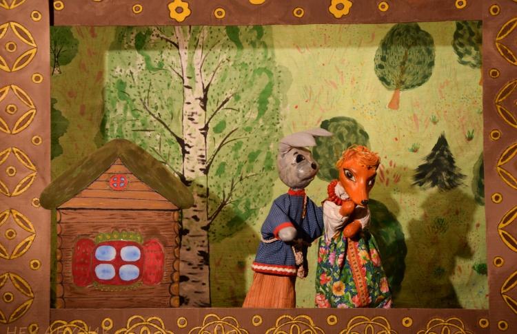 Кукольный спектакль «Лисичкины сказки»