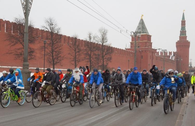 Со временем в Москве могут ввести права для велосипедистов