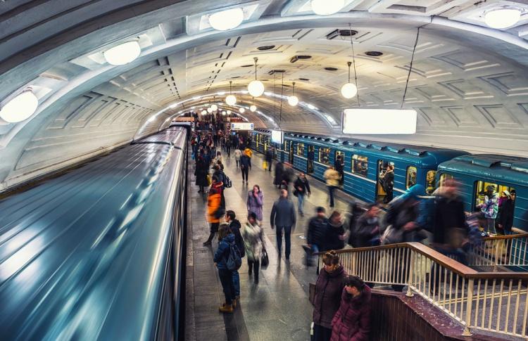 14 февраля в метро будут читать стихи Пушкина и Бальмонта
