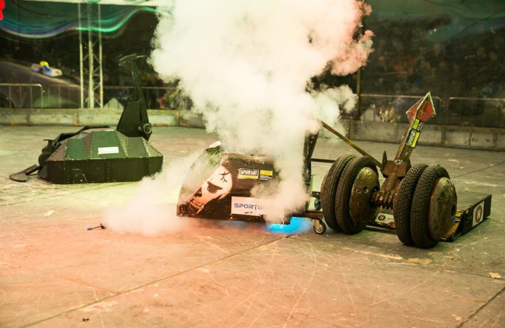 Бал роботов представляет шоу «Бронебот»