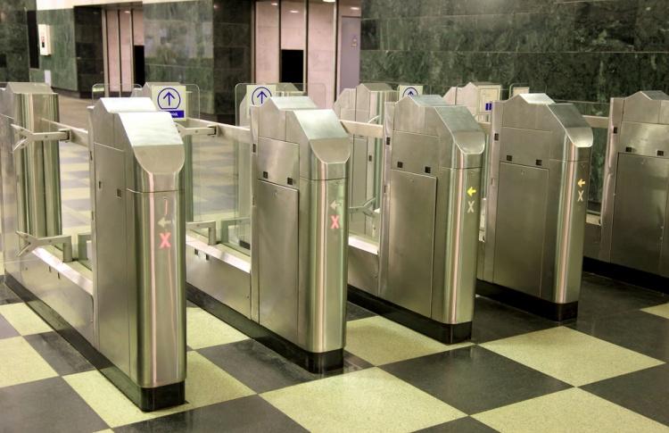 На станциях метро появятся турникеты на выход