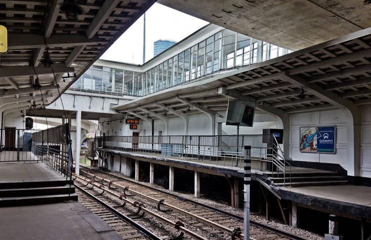 Семь станций Филевской ветки реконструируют