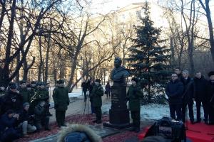 Генералу Черняховскому поставили бюст на улице его имени