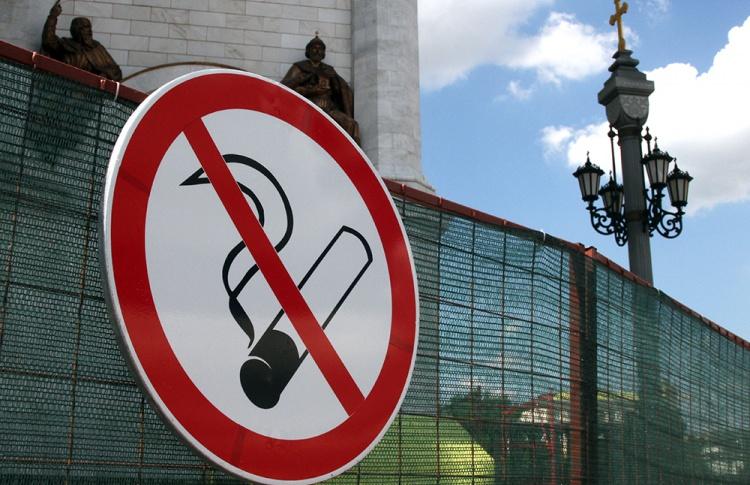 Около станций метро наконец-то обозначат зоны, где запрещено курение