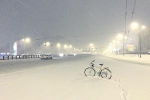 Легкий мартовский снег победил мэрию на радость интернету: как это было