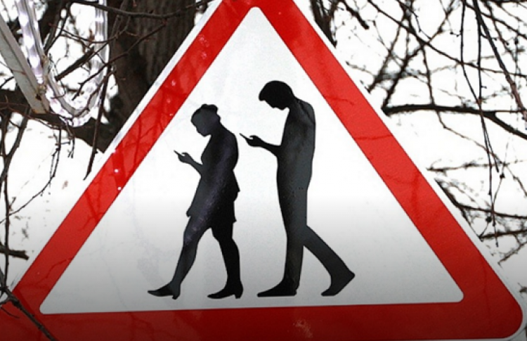 В Сокольниках поставили знак «Осторожно, зомби»