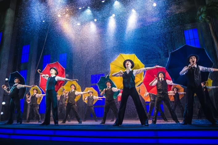 Мюзикл «Поющие под дождем» дарит весеннее настроение!