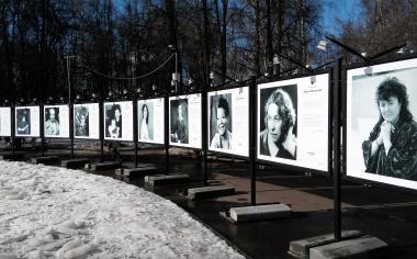 Фотовыставка «Поэтессы мира» в Перовском парке