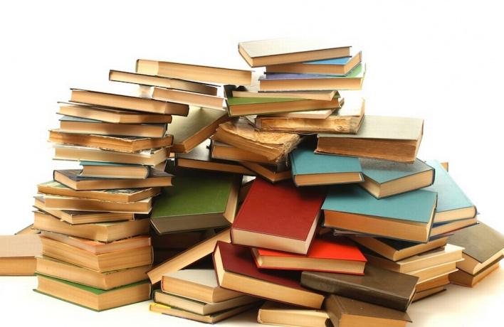 Музею Анны Ахматовой требуются книги