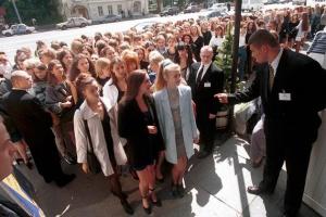 Московская очередь: за чем мы стояли последние 30 лет