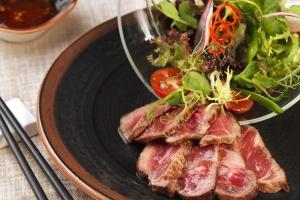 Весеннее меню: салат с говядиной по-тайски