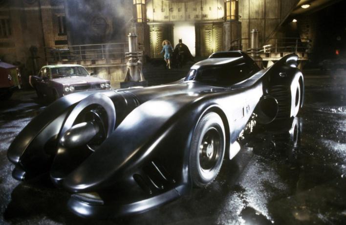 Бэтмобиль продадут в Москве