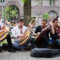 Уличные музыканты будут поджидать нас еще и в парках