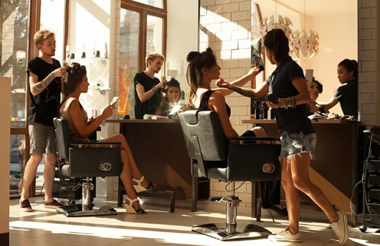 Акции и скидки в салонах красоты в апреле