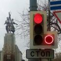 В Москве появился первый светофор с красным поворотом