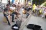 Уличные музыканты требуют себе право выступать за деньги