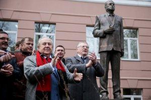 В Москве установлена скульптура Жириновского