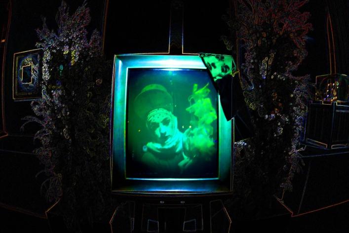 Magic of Light — выставка световых инсталляций, голограмм и оптоклонов (со скидкой 52%)
