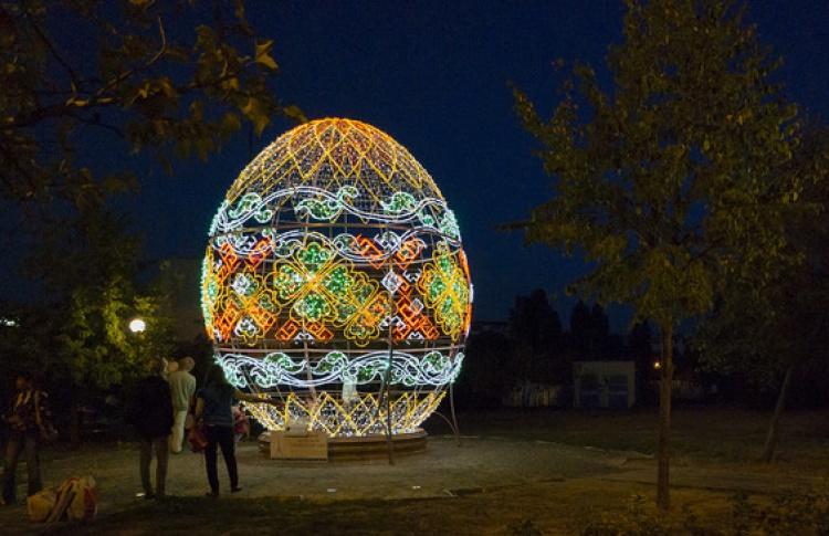 475 больших светящихся яиц появятся в городе завтра