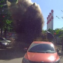 Взрыв кипятка и асфальта искорежил 12 машин