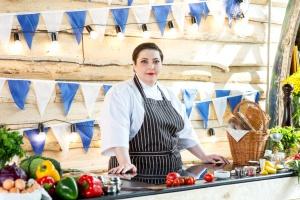 Телеведущая Лара Кацова открывает ресторан «Баркас»