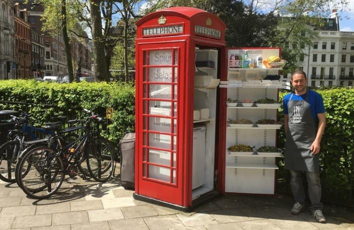 В Лондоне открылось кафе в телефонной будке