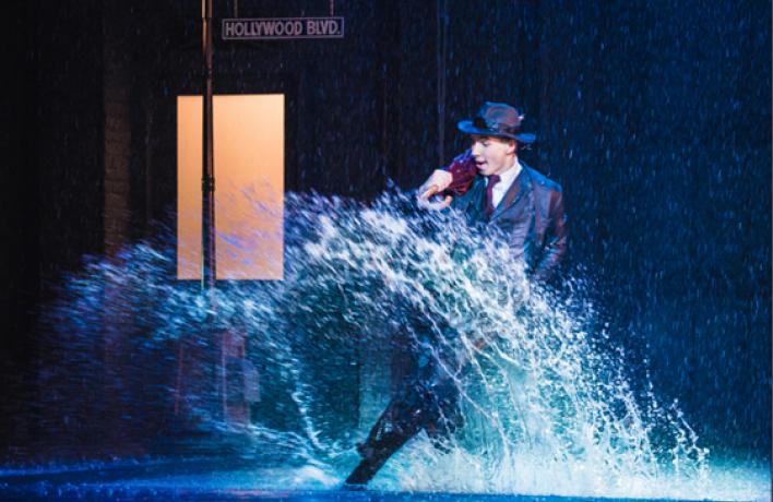 Мюзикл «Поющие под дождем» завершает прокат в Москве