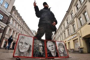Уличные художники и букинисты возвращаются на Арбат