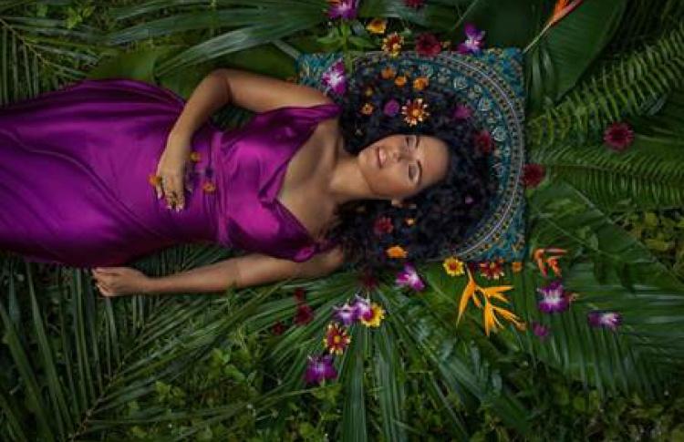 Perukua, «Женщина в любви»