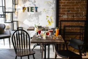 На Петровке открылся бар Mondriaan