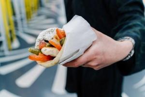 Город быстрой еды: как новый фастфуд всего за пару лет изменил Москву