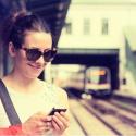 Чему улыбаются москвичи в своих телефонах?