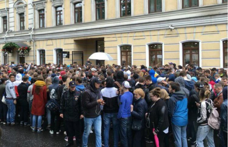 В Москве никто не покупает кроссовки Канье Уэста для себя