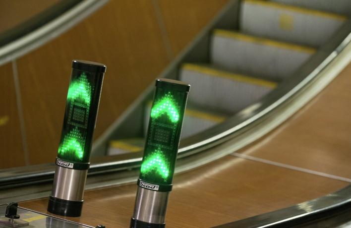 На «Проспекте Мира» поставили светофоры у эскалатора