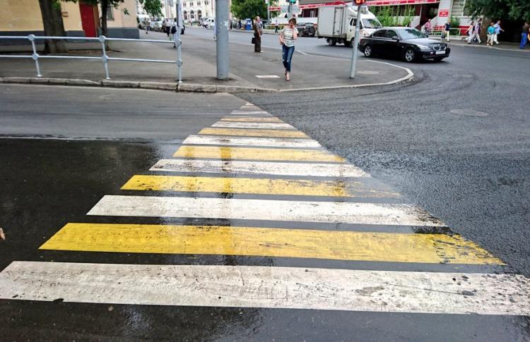 В центре Москвы прохожие обнаружили треугольную «зебру»