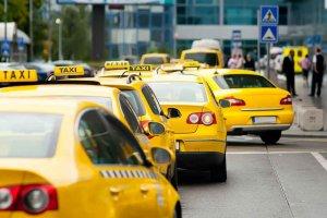 Названы самые популярные точки вызова такси