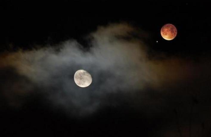 Завтра мы увидим соединение Луны и Марса