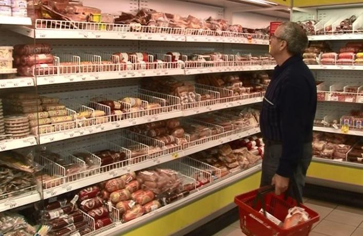В Москве подорожало шампанское и мороженое, но подешевела колбаса