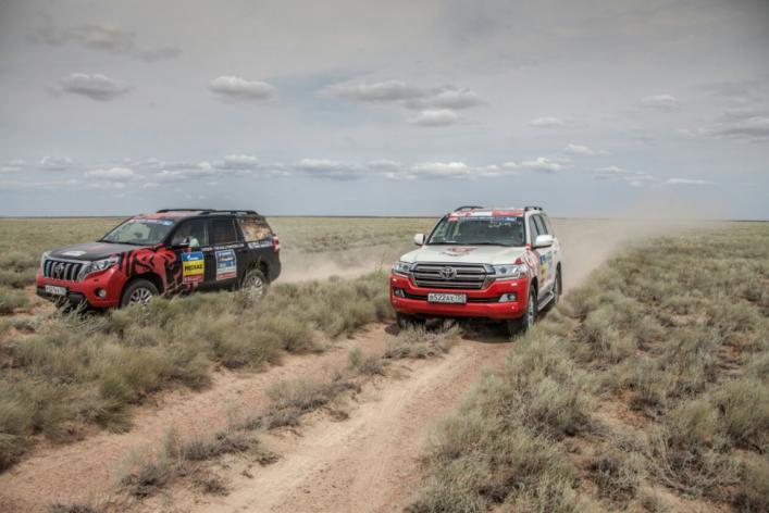 «Классовое» превосходство: абсолютная победа Toyota в категории серийных внедорожников в ралли «Шелковый путь-2016»