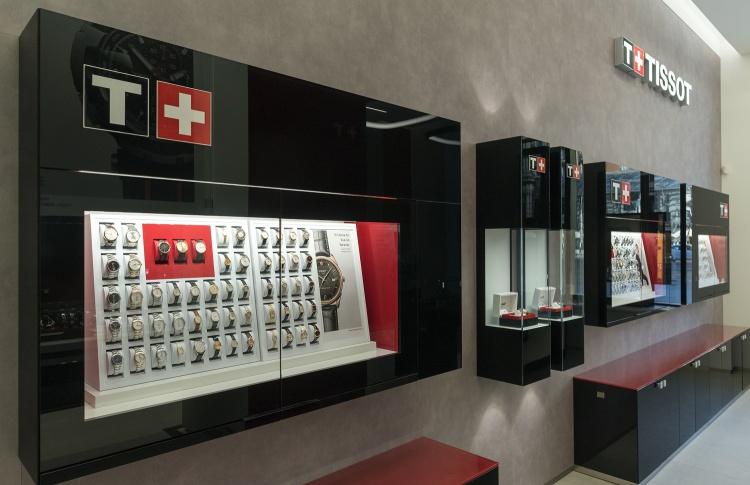 Tissot открывает крупнейший часовой бутик  в Москве Фото №493686
