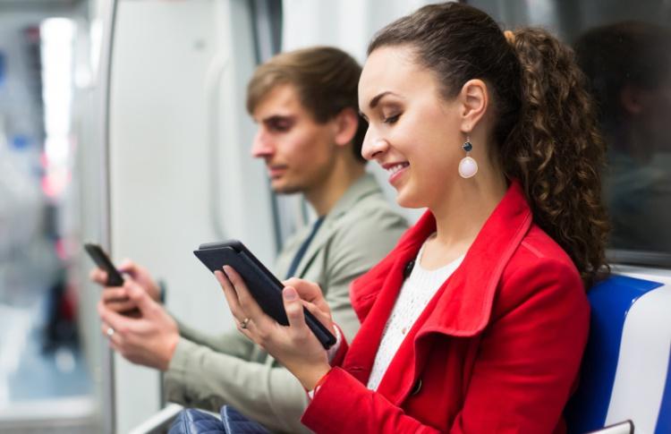 Лекарство от скуки: во что москвичи играют в метро