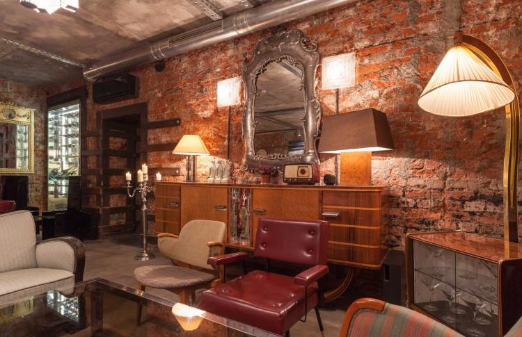 Антикварный бутик и бар