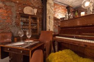 В Звонарском переулке заработал «Антикварный бутик и бар»