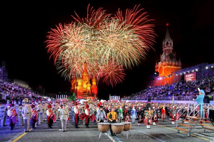 День рождения «Летчика», фестиваль цветов на ВДНХ и диджеи в Парке Горького: уикенд в Москве