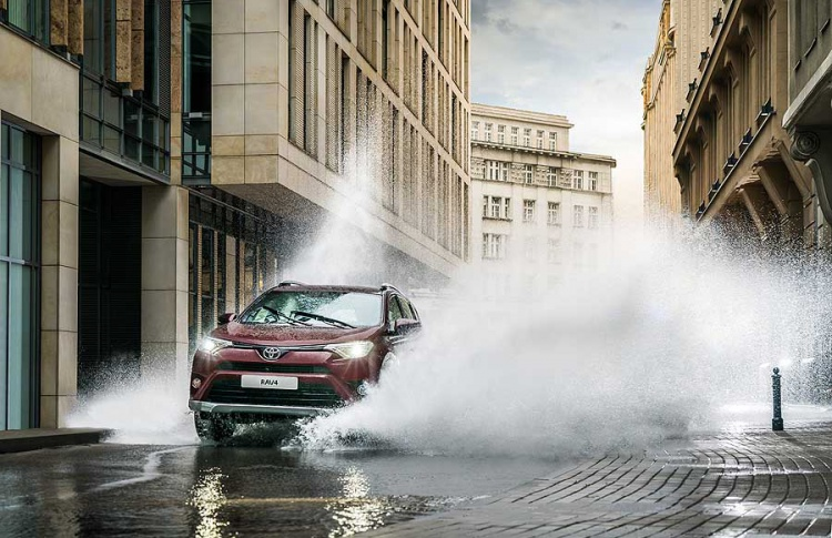Toyota объявляет о старте приема заказов на новую специальную серию RAV4 Exclusive Фото №494734