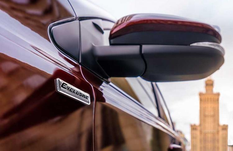 Toyota объявляет о старте приема заказов на новую специальную серию RAV4 Exclusive Фото №494735