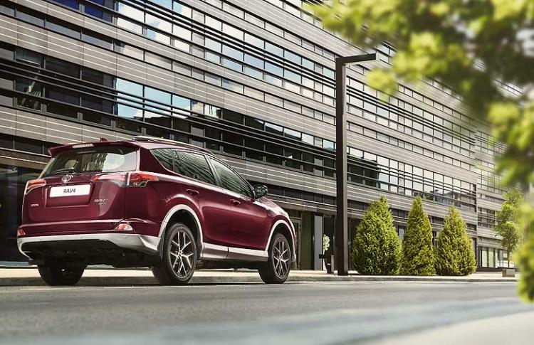 Toyota объявляет о старте приема заказов на новую специальную серию RAV4 Exclusive Фото №494737