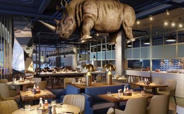 Официанты-актеры и эклеры с фресками Микеланджело: 25 новых ресторанов осени