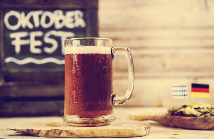 Пиво и колбаски: где в Москве отмечают «Октоберфест»