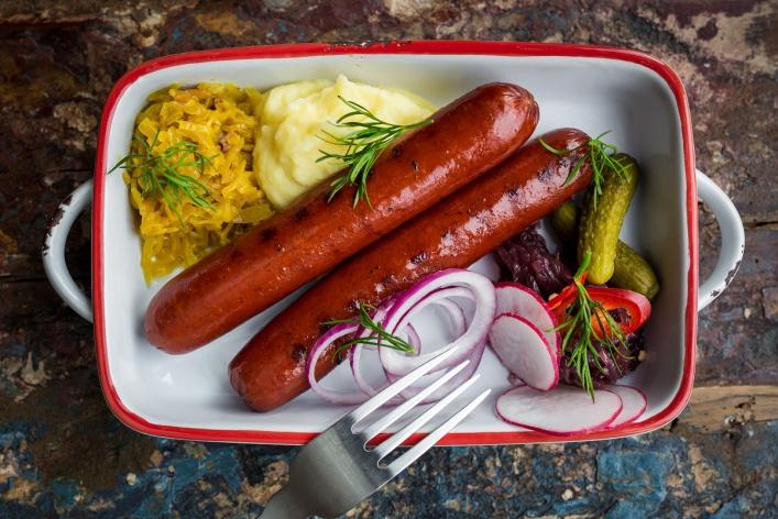 Осенний расколбас: где есть сосиски и колбаски в Москве